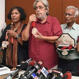 Saeed Akhtar Mirza,Kundan Shah others at a press conference